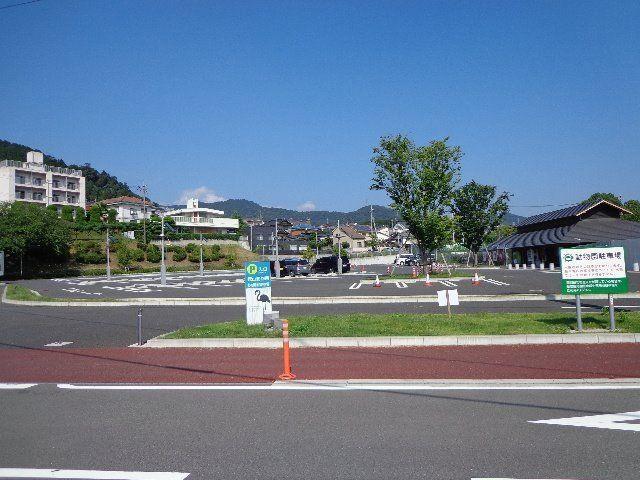 バルコニーから目の前に、徳山動物園北園駐車場が見えます