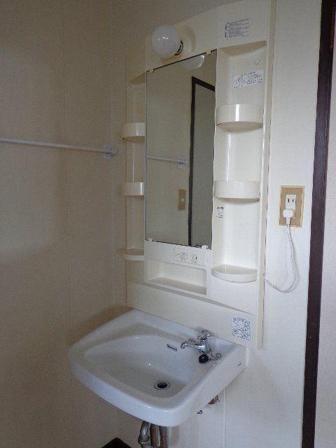 ミラーキャビネットと洗面器