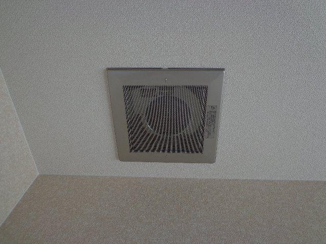 吸込みの強い天井設置タイプです