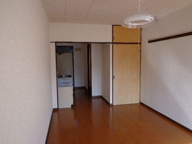 洋室からキッチン部分