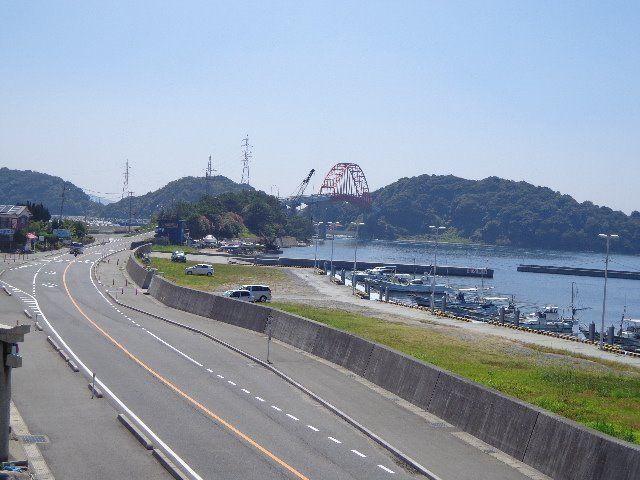 真紅の笠戸大橋が見えます