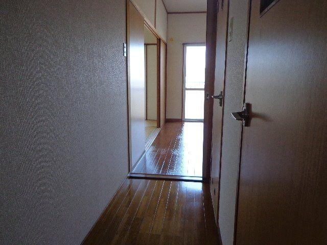 玄関からDKへの廊下