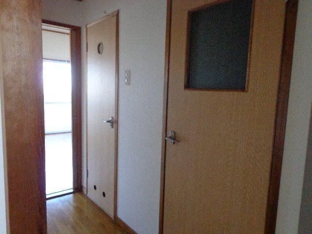 トイレと洗面室へのドア