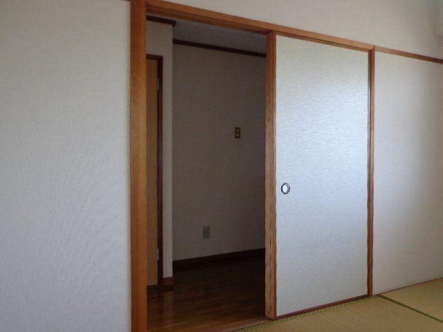 和室の入り口は引き戸