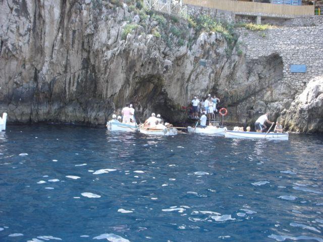 「青の洞窟」カプリ島~イタリアのナポリ