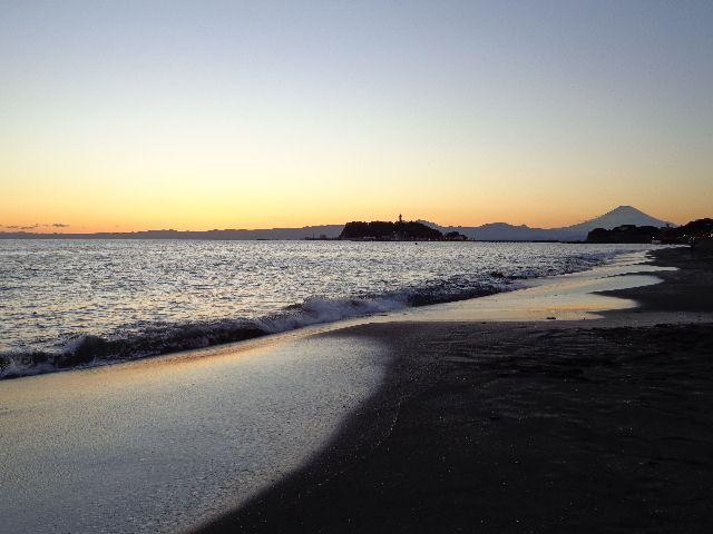 「七里ヶ浜」冬の夕日~江ノ電で